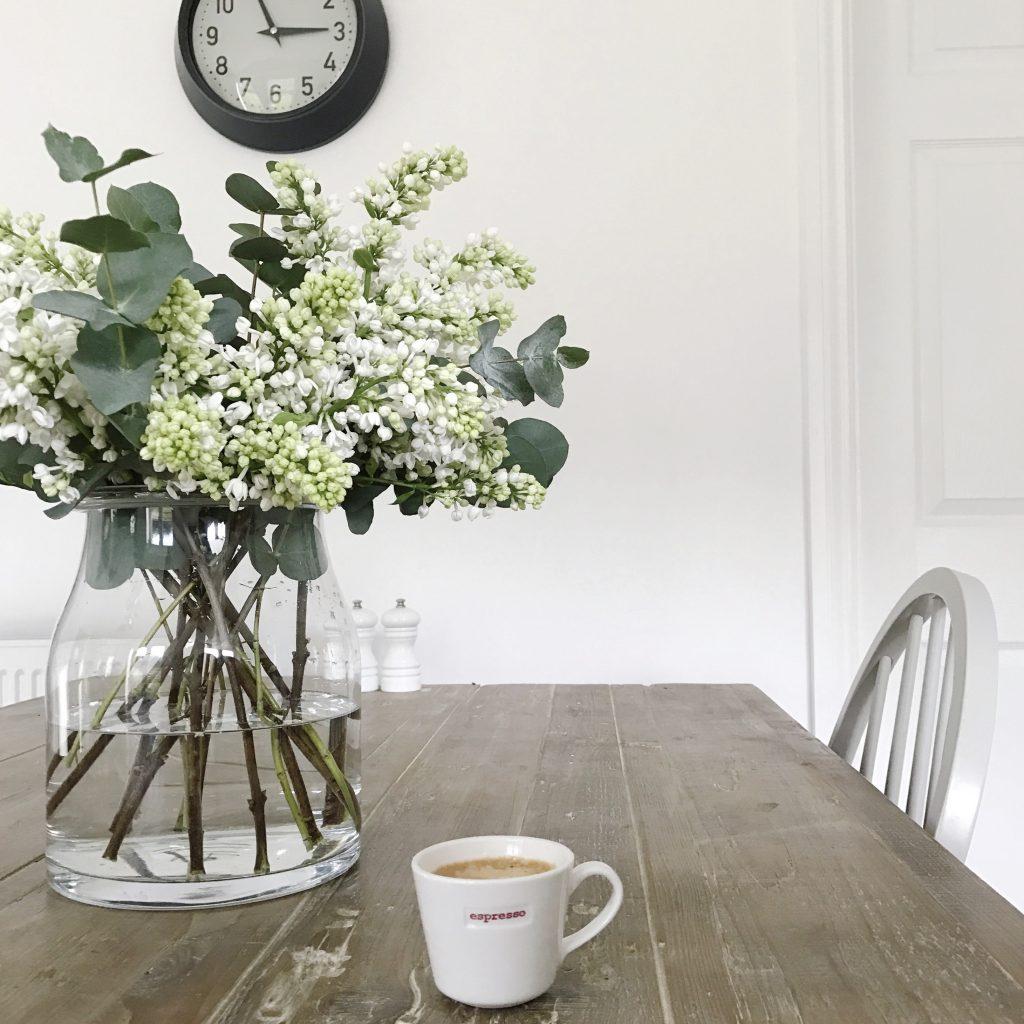 fabulous places blog kitchen table flowers